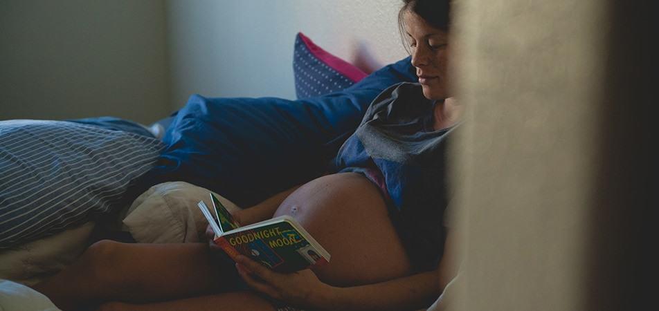 reading_mom_pexels-photo-69097